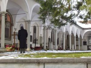 Cmentarz przy kościele Hofkirche w Lucernie, gdzie pochowany jest Balthasar (fot. Chris Devers).